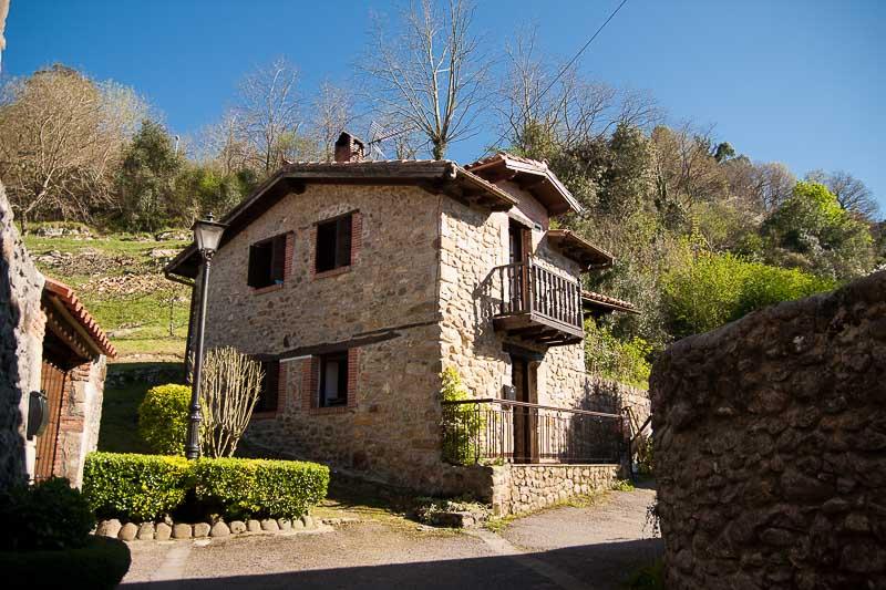 Casa rural en Cantabria - La casa de la roca