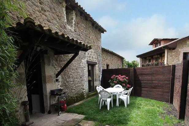 Rural cottage in Cantabria. The House on the Side