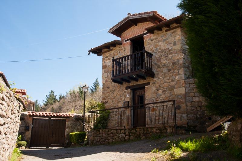 Casa rural cantabria la casa de la roca for Casa la roca